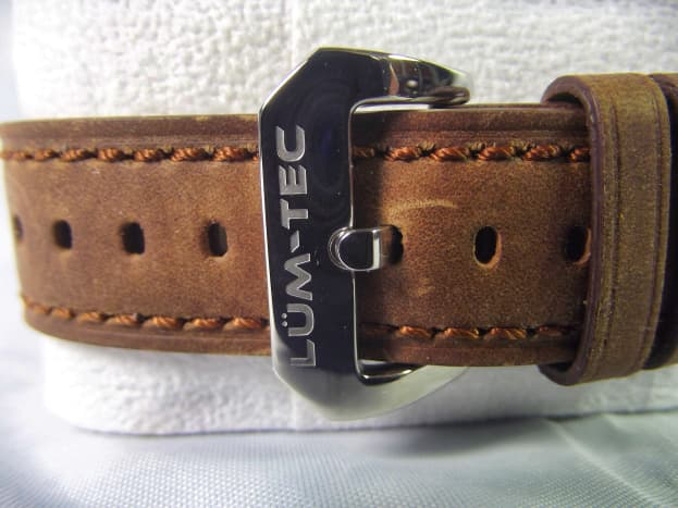 Strap and buckle of Lüm-Tec RR2 automatic