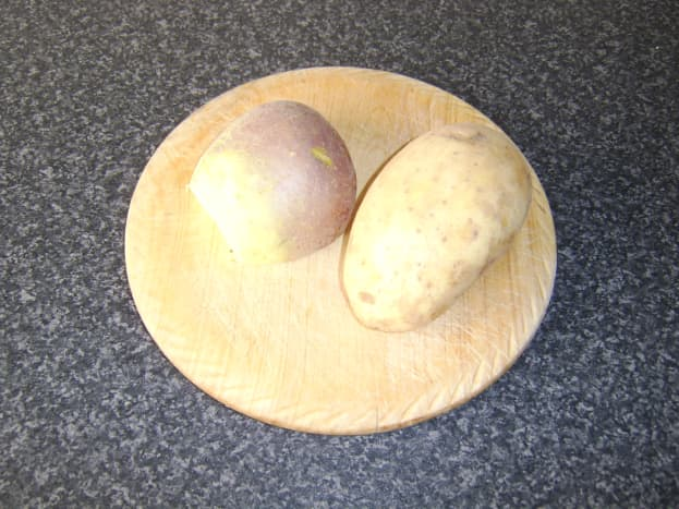 One large potato and half a small swede make two servings of clapshot