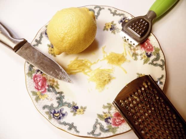 3 tools to zest lemons: knife, zester, grater