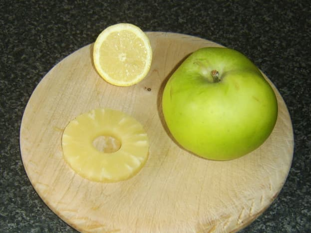Apple and pineapple sauce ingredients