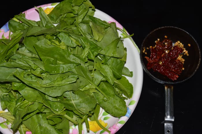 Spinach with the fried ingredients
