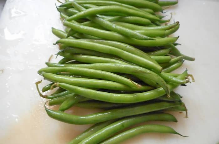 minnesota-cooking-green-beans-in-butter-with-onion-bits