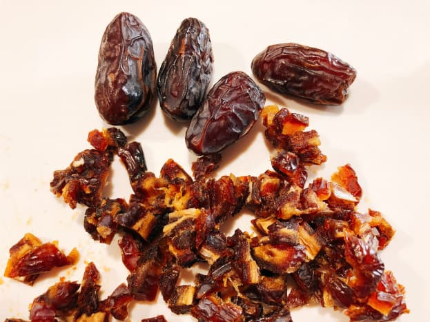 Pitted dates. Chop the dates into small pieces.