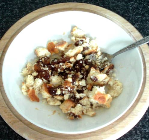 Mixing crumbled sponge cake and mincemeat
