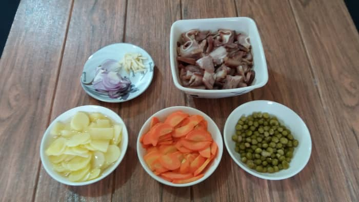 Some of the ingredients for the Igado.