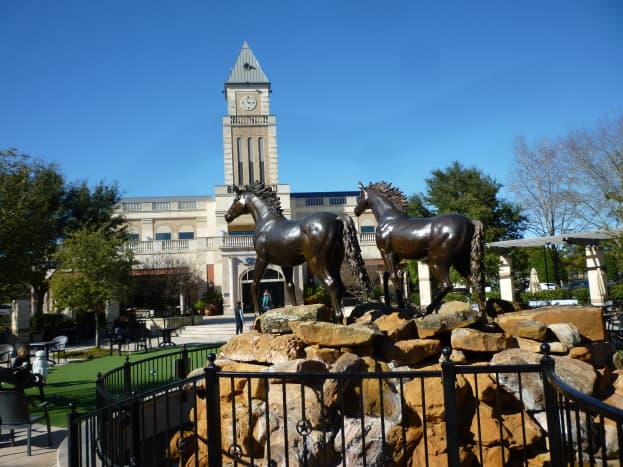 Back of horse sculptures looking towards the restaurant's new location in Katy, Texas.