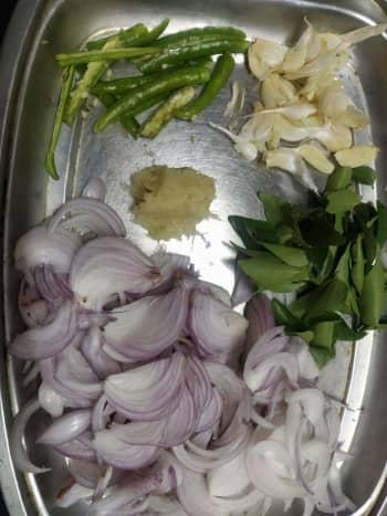 crispy-onion-pakoda-tea-time-snack