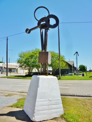 """KCAM """"That's Right"""" sculpture by Lee Groff with RR Museum in background"""