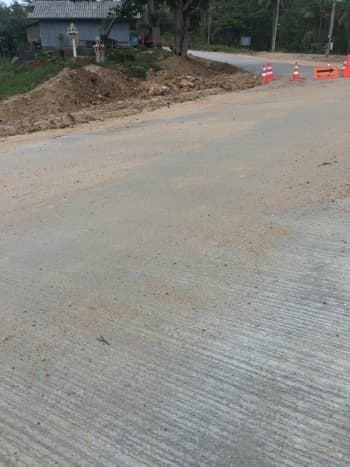 This is what a sand covered road looks like. Sand can be washed on the road or carried by other bikes from construction sites.