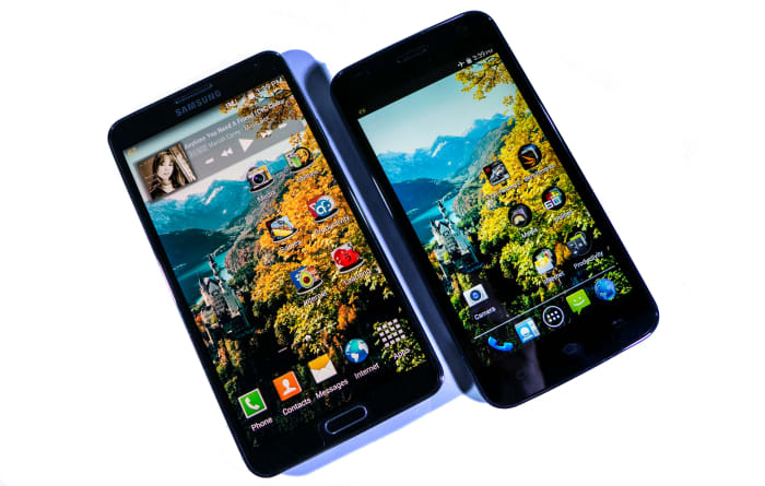 """5.7"""" Galaxy Note 3 beside the 5.0"""" Excite 501o"""
