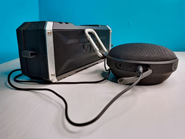 Slaouwo's H200 Rechargeable Sleep Sound Machine connected to an external speaker