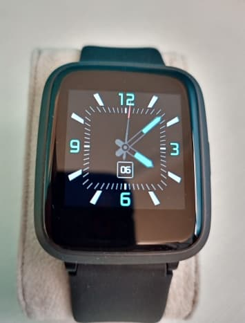 One of four watch faces included