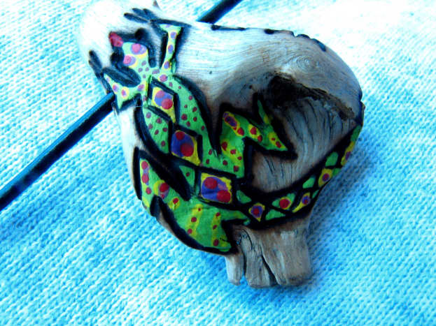 how-to-make-a-driftwood-jewelry-pendant