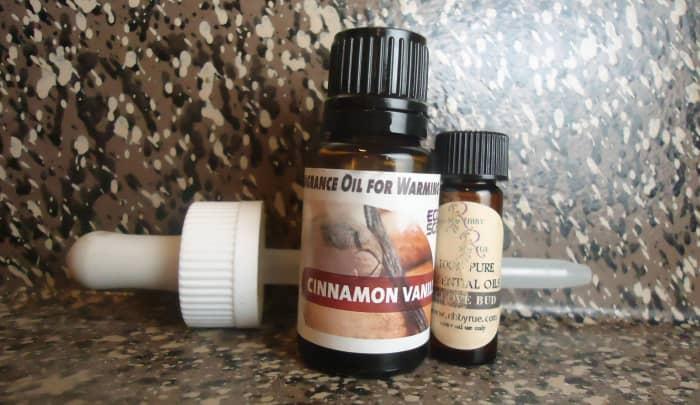 essential oils in cinnamon-vanilla and clove bud