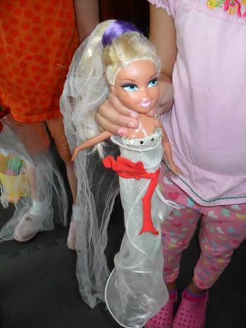 A Bratz doll wearing some stylish no-sew clothing.