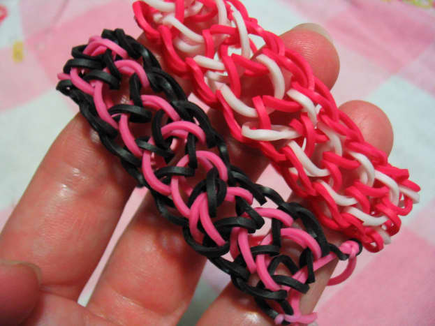 The Dragon Scale pattern creates a wider bracelet. Sharply contrasting colors look great for this pattern!