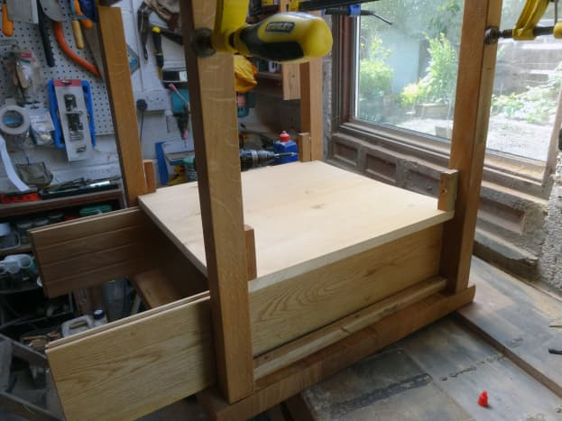 Using the drawer sides as a jig for fixing the supports for the drawer support shelf.