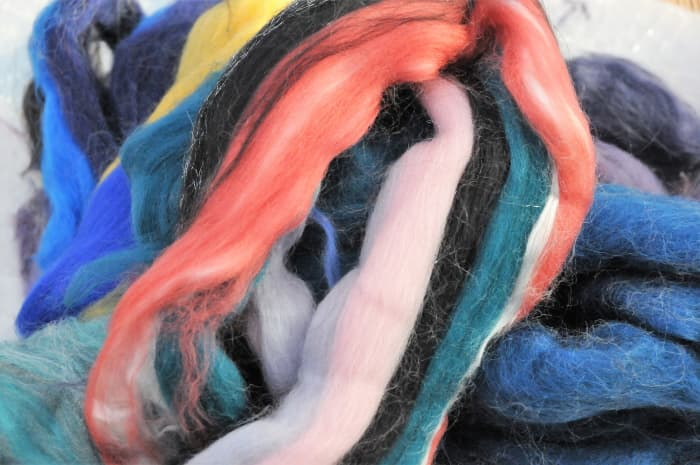 Assorted ends/waste from wool tops/roving