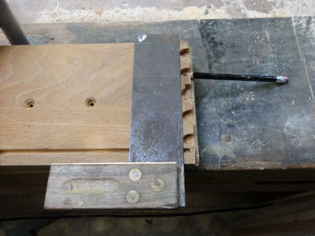 Taking advantage of half joint dove tails to make simple half joint for the shelves.
