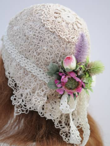 The completed flapper wedding hat.