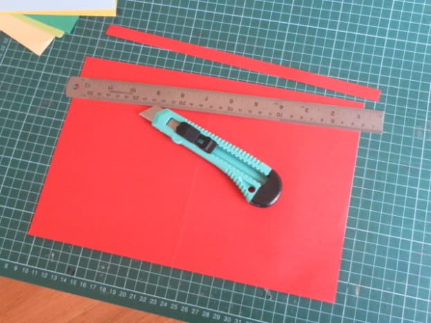 Cut out a strip of paper 1.3 cm wide and 30 cm long.