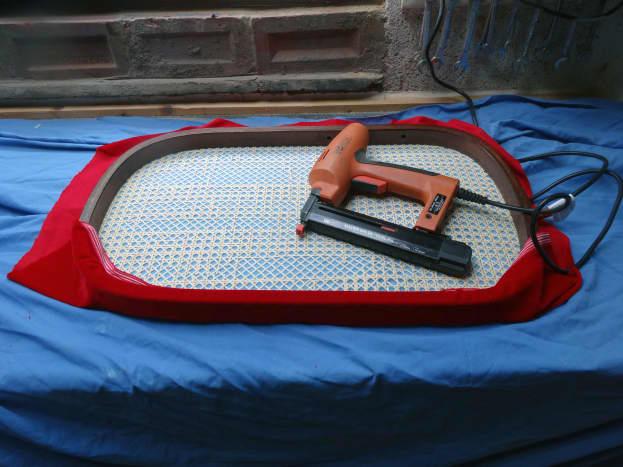 Upholstering the back rest
