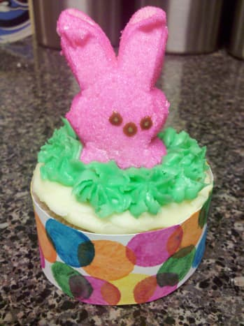 Wrap around baking cups and attach with tape or glue.