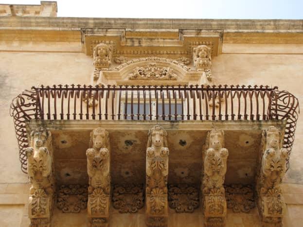 Balcony welcoming committee