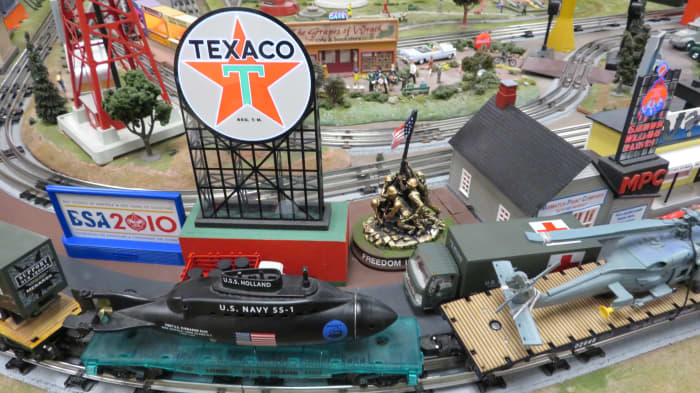 Houston Tinplate Operators Society model train layouts in Memorial City Mall of Houston