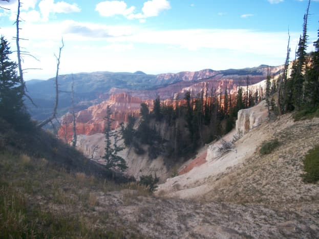 Approaching the edge of the canyon vista