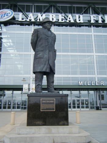 The statute of Vince Lombardi outside of Lambeau Field