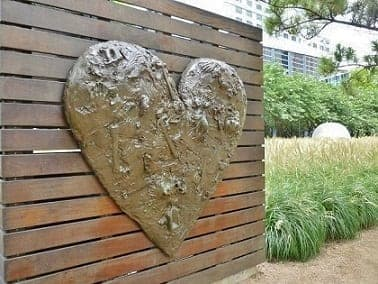 House sculpture by Jim Dine