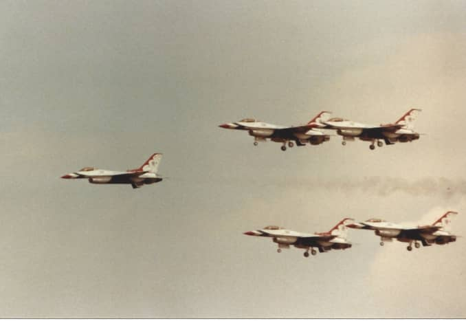 F-16s of the USAF Thunderbirds.