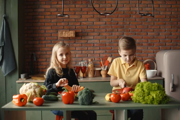 Kids experiment in the kitchen