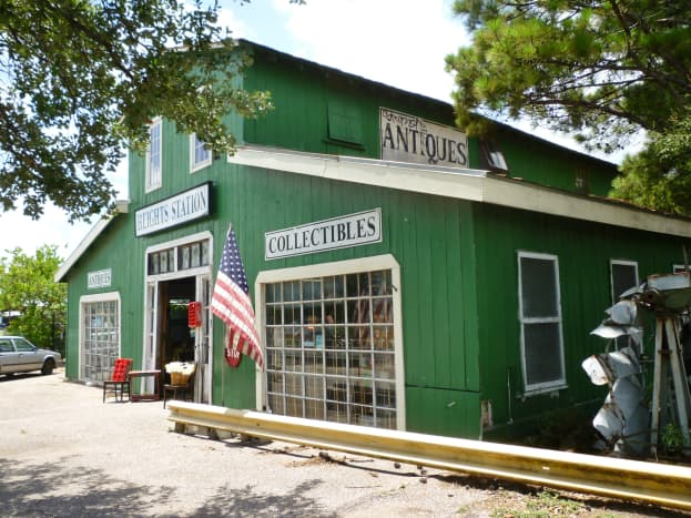Exterior view of Heights Station Antiques and Collectibles