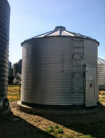 This is a popular ladder style on many older bins.