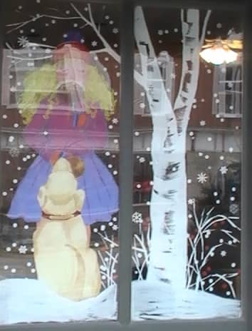 Kilwin's front window with hand drawn yellow lab watching a little girl licking an ice cream cone Lake Geneva Wisconsin