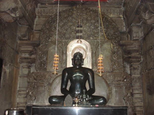 The Tirthankar Neminath Statue of Thirumalai Jain Temple