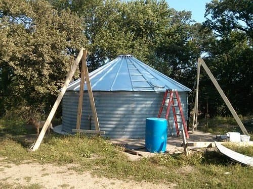 God bless them, this is only an 18-foot diameter bin which is 12 feet high at the peak--and nobody died . . . but we cannot recommend this DIY method. These homemade jacks are a disaster waiting to happen.
