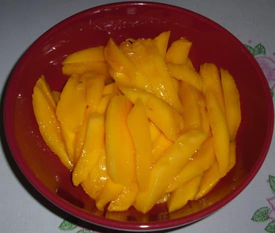 Sliced ripe mangoes.