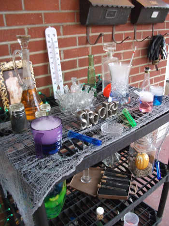 Lab supplies with different effects (dry ice, colored water, specimen jars, water beads).