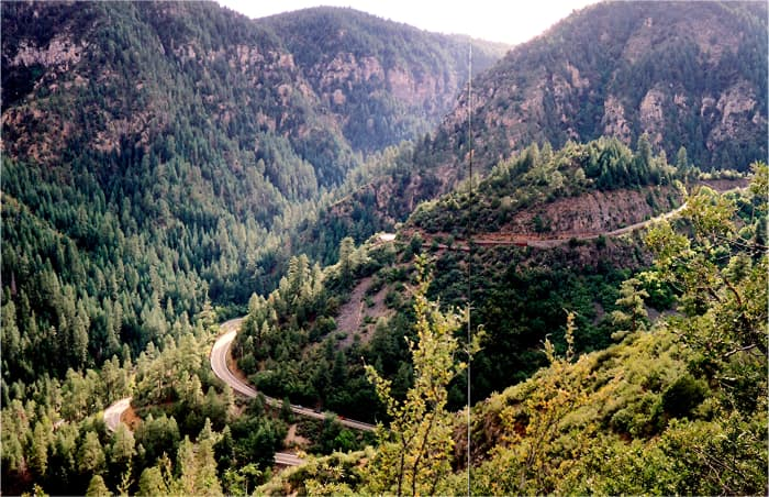 Winding curves in the road near the top of Oak Creek Canyon