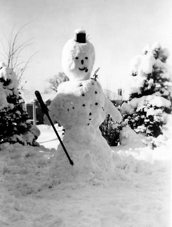 Family photo of a snowman in Wisconsin