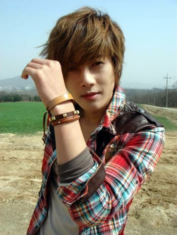 Kim Hyung Joong with the Pretty Boy look.