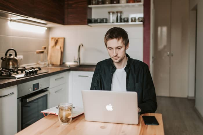 7 Helpful Benefits of Working from Home