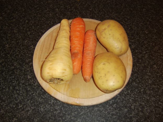 Potatoes, carrots and parsnip for mash