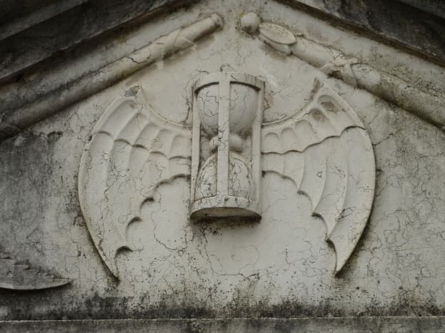 Hourglass design on a tomb in Lisbon
