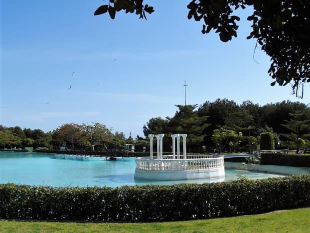 The lake in Parque de la Bateria.
