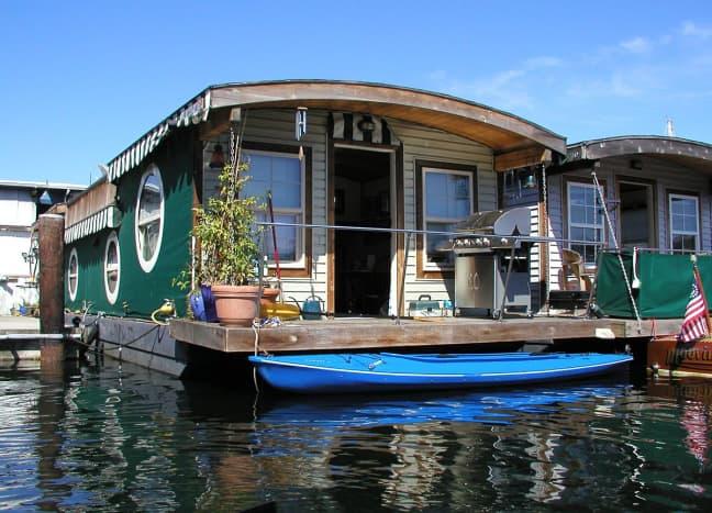 A houseboat on Lake Union in Seattle, Washington, USA.