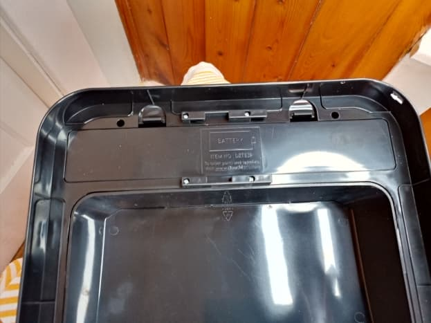 Battery compartment is located beneath filter assembly